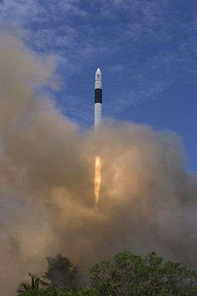 Lancement du deuxième exemplaire de Falcon 1, en mars 2007. Crédit SpaceX.