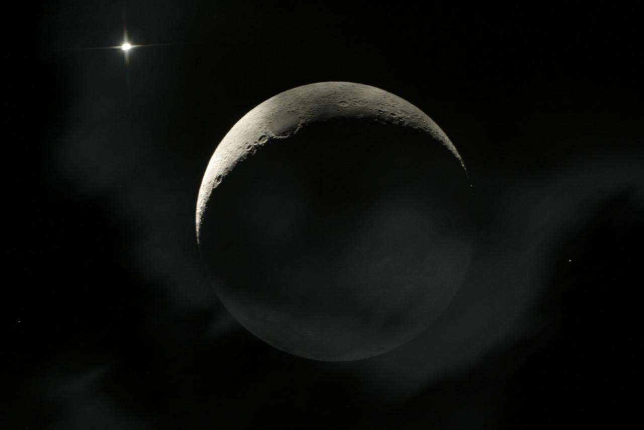 Depuis l'île de La Réunion, Patrice Gourbier a pu photographier la conjonction serrée entre la Lune et Vénus, quelques heures après l'occultation. Crédit Patrice Gourbier