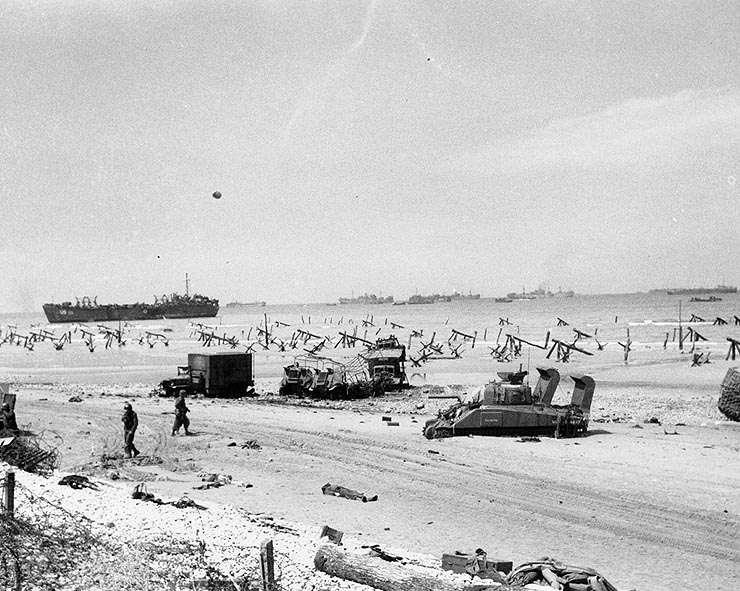Débarquement des Alliés sur une plage de Normandie. Le débarquement des Alliés en Normandie avait pour nom de code « opération Neptune ». © US Navy, Wikimedia Commons, DP