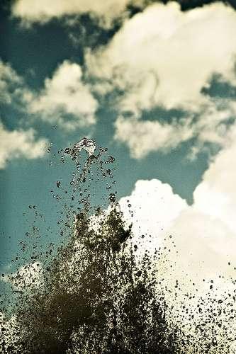 Le mercure est un métal liquide hautement toxique pour l'Homme et les organismes vivants. Il est présent dans l'atmosphère sous forme de fines gouttelettes qui peuvent être inhalées. © Valentino Tombesi, Flickr, CC by nc-nd 2.0