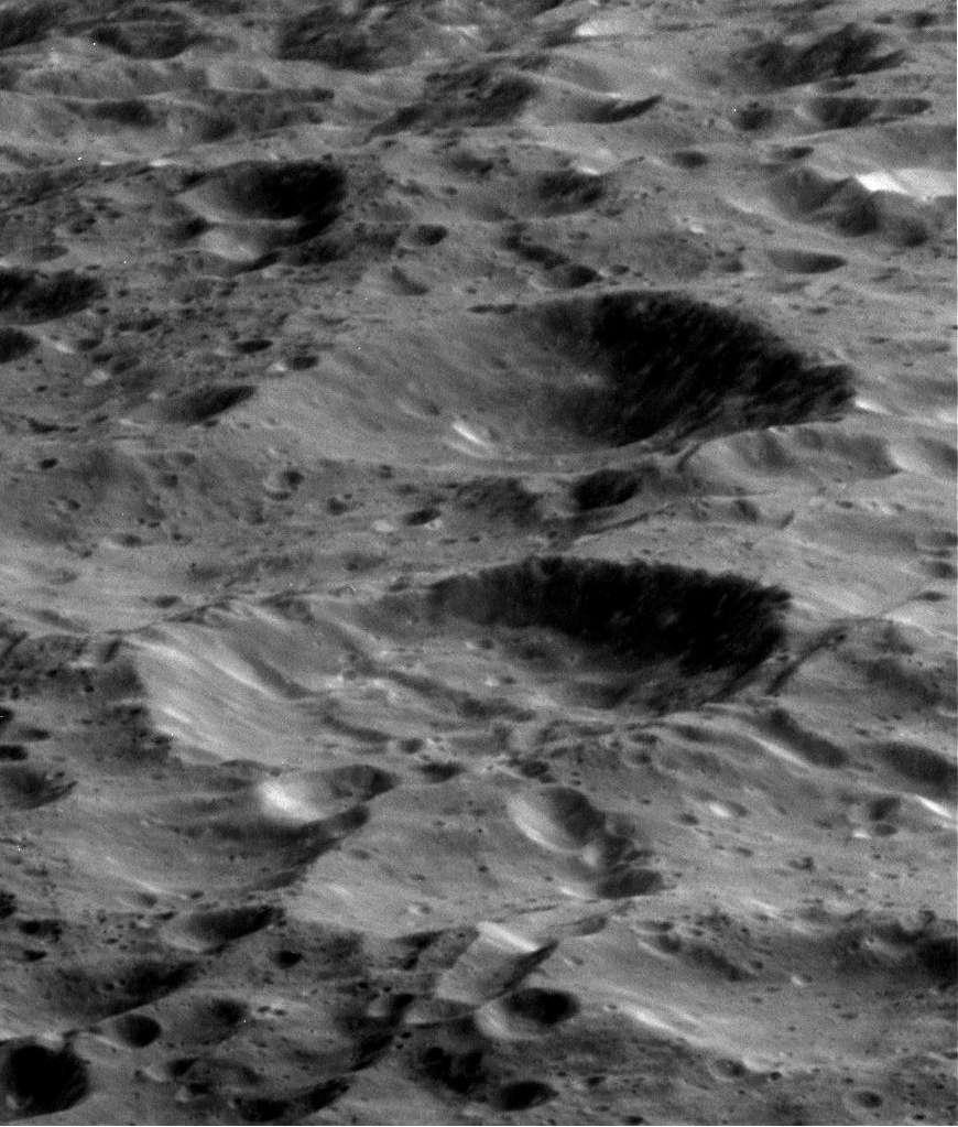 Cette image a été prise le 9 mars 2013 par la sonde Cassini. Elle était alors à environ 3.778 km de Rhéa. © Nasa, JPL-Caltech, Space Science Institute
