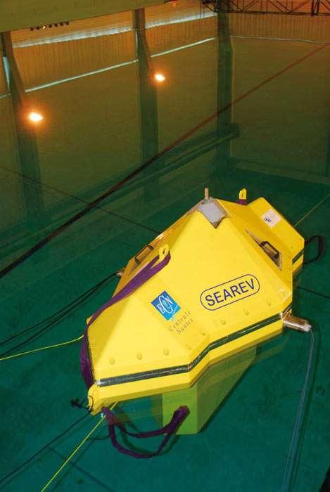 Le prototype Searev dans la piscine à vagues de l'ECN. © Ecole centrale de Nantes