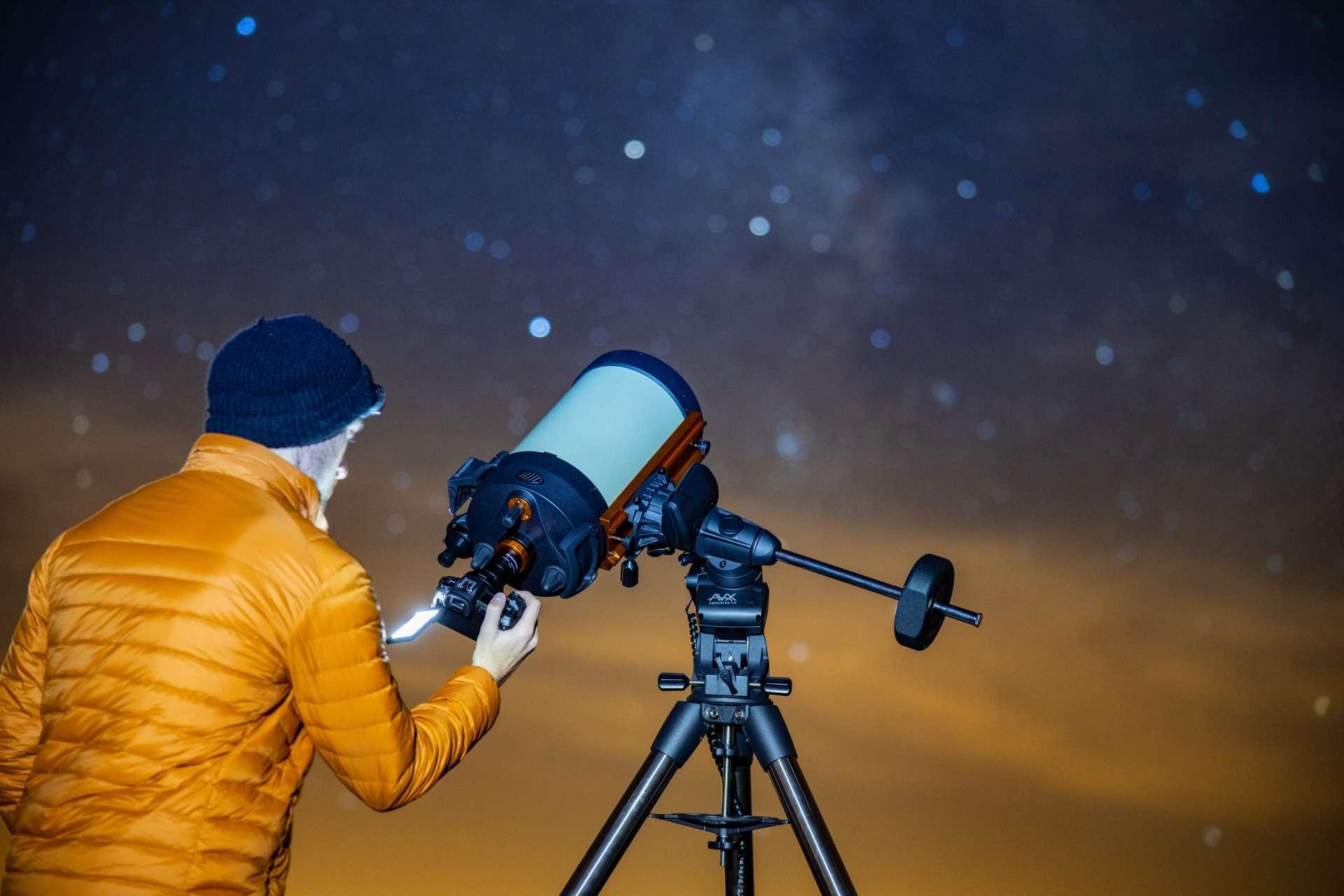 Le Canon EOS Ra peut se fixer à un télescope pour des temps d'exposition relativement longs. © Courtesy of Canon