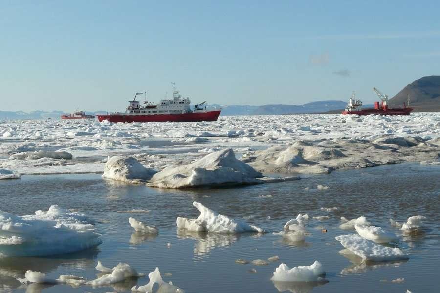 Plus la température augmente dans le cercle arctique, plus le nombre de navires augmentera. Par conséquent, il y a de bonnes raisons de craindre l'arrivée d'envahisseurs. © Christopher Ware