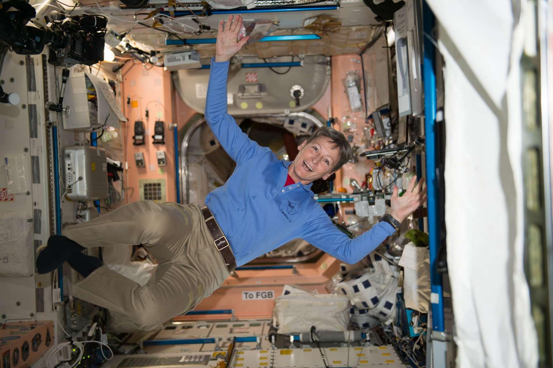Les astronautes portent des vêtements et sous-vêtements jetables, qui sont jetés puis rapportés sur Terre ou brûlés dans l'espace. © Nasa