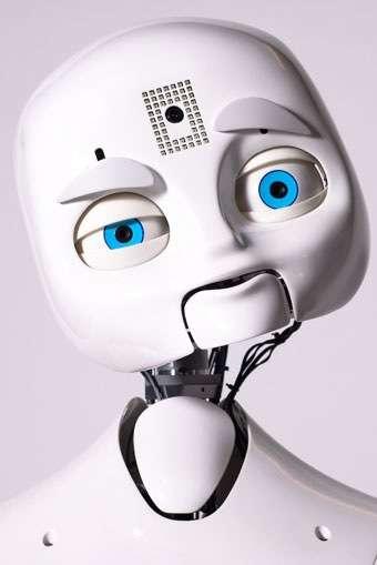 Nexi, le robot du Medialab, au MIT, analyse le comportement de l'humain qu'il a en face de lui et modifie en conséquence l'expression de son visage de plastique. © Medialab