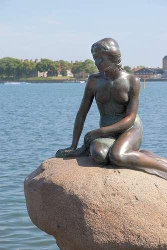 A Copenhague, la Petite Sirène s'interroge... le sommet de Copenhague va-t-il être une réussite ou un échec ? © elv / Flickr - Licence Creative Common (by-nc-sa 2.0)