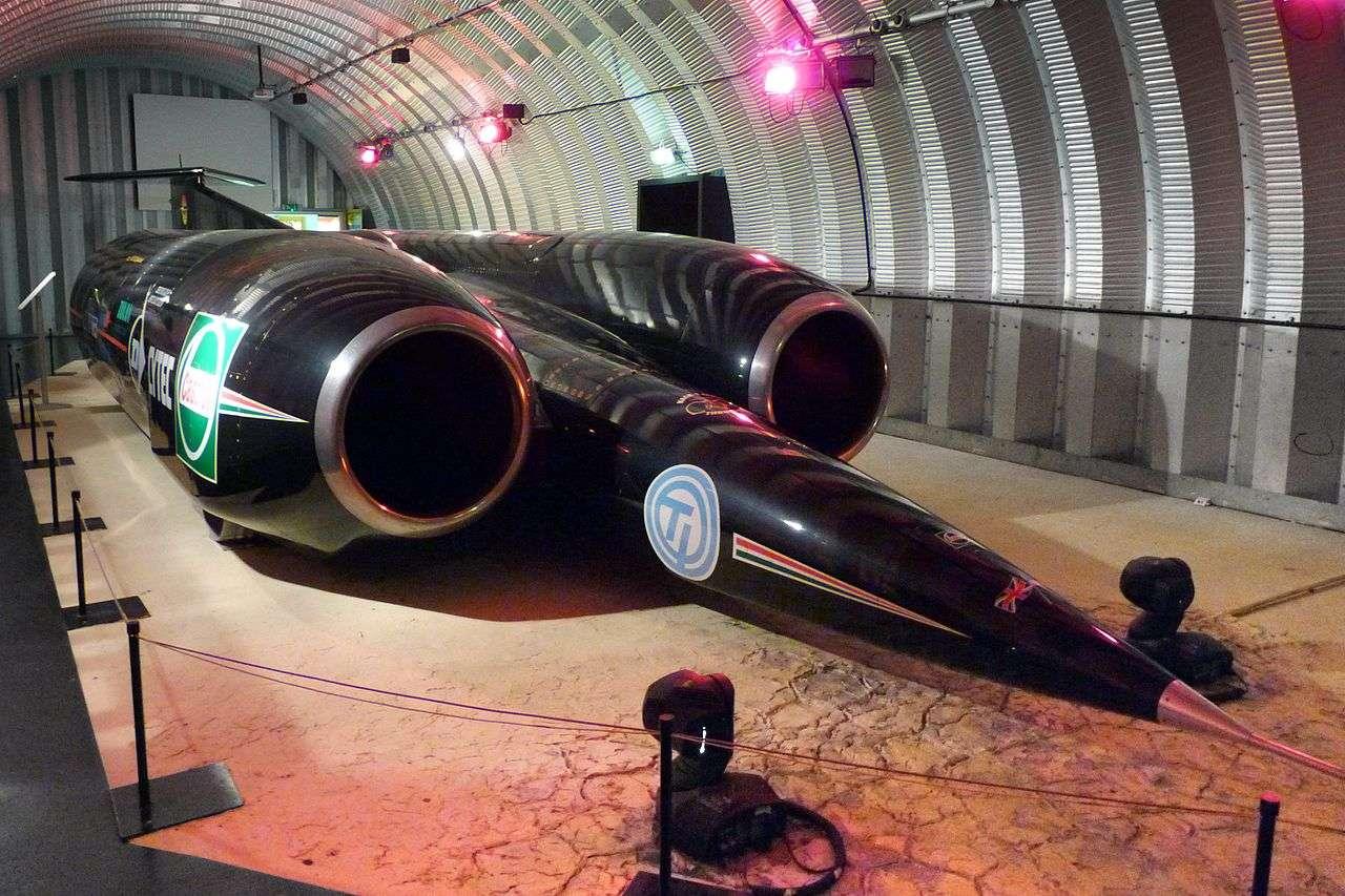 Le record de vitesse sur route est pour l'instant détenu par Thrust SSC, à l'image, qui avait atteint 1.228 km/h. Mais cette performance pourrait bientôt être largement dépassée ! © Cmglee, Wikipédia, cc by sa 3.0