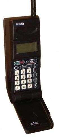 L'Alcatel 9109HA, premier téléphone portable GSM commercialisé en France. Crédit : Alcatel