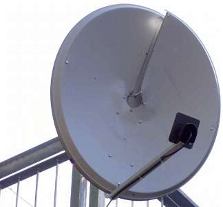 L'antenne parabolique de l'émetteur. On remarque sa forme hélicoïdale qui module l'onde selon son moment angulaire orbital, la rendant torsadée. © Fabrizio Tamburini et al. 2012 New J. Phys