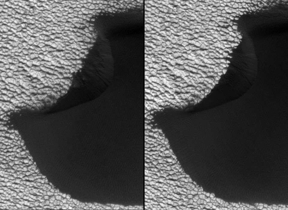 Entre l'image de gauche prise par MRO le 15 juin 2008 et celle de droite du 21 mai 2010, le vent a modifié certaines parties de cette dune basaltique martienne. © Nasa/JPL-Caltech/Univ. of Arizona/JHUAPL