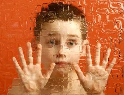 Les personnes autistes ont du mal à interagir avec les autres. Et si un simple spray nasal à base d'ocytocine était la solution ? © hepingting, flickr, cc by sa 2.0