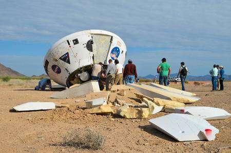 Voila ce qu'il advient d'une capsule Orion lorsqu'elle freine sa course avec seulement un parachute au lieu de trois nécessaires… Cette maquette à l'échelle 1, similaire en taille, masse et forme à une capsule Orion, s'est cassée en plusieurs morceaux lors de tests réalisés par la Nasa. © Nasa