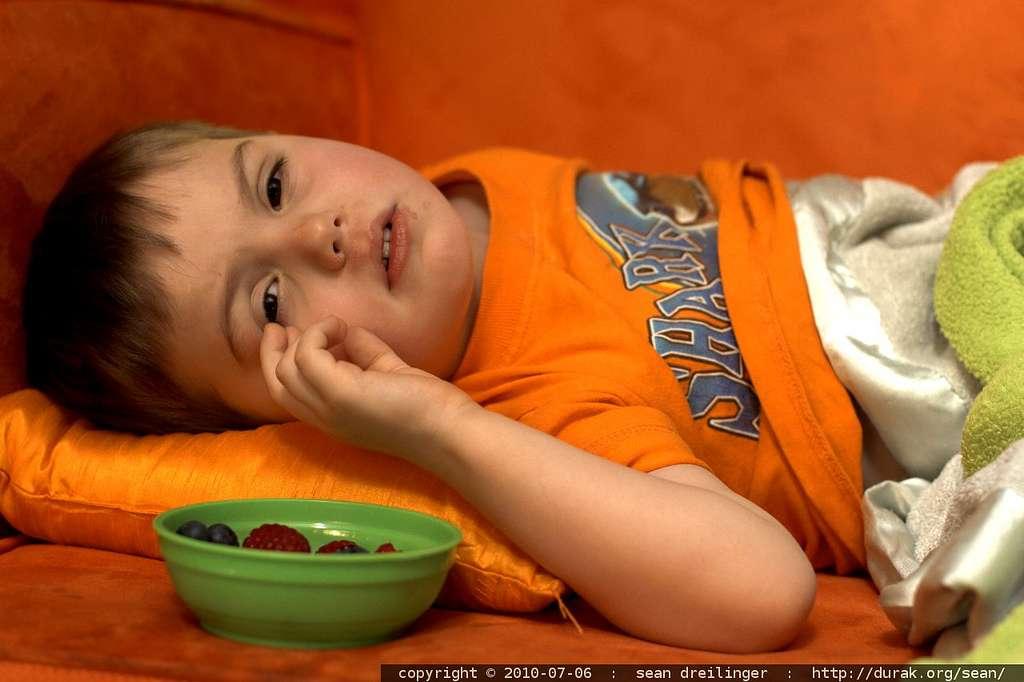 Lorsqu'un enfant a de la fièvre, c'est-à-dire une température rectale d'au moins 38 °C, les médecins recommandent plusieurs règles simples. Cependant, la plupart des parents ne les appliqueraient pas correctement. © sean dreilinger, Flickr, cc by nc sa 2.0