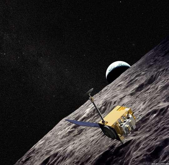 Une vue d'artiste de la sonde LRO en orbite autour de la Lune, sur une image de fond venue du programme Apollo. © Nasa