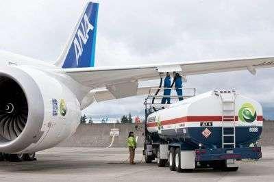 Le remplissage à Seattle des réservoirs du Boeing 787 livré à la compagnie ANA. © Boeing