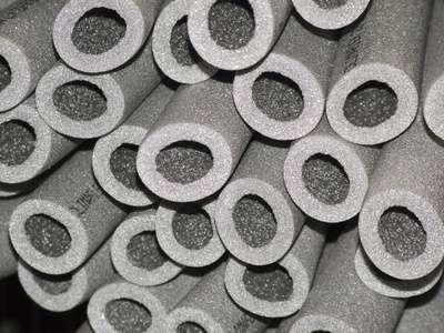 Mousses isolantes pour canalisations. © craigw