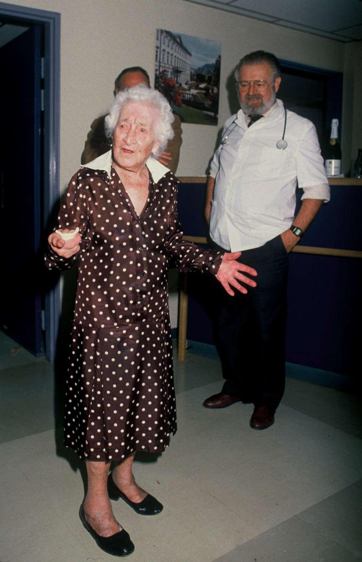 Jeanne Calment, qui fut doyenne de l'humanité, est décédée à l'âge de 122 ans. © Direction de la communication de la ville d'Arles, Flickr, cc by nc 2.0