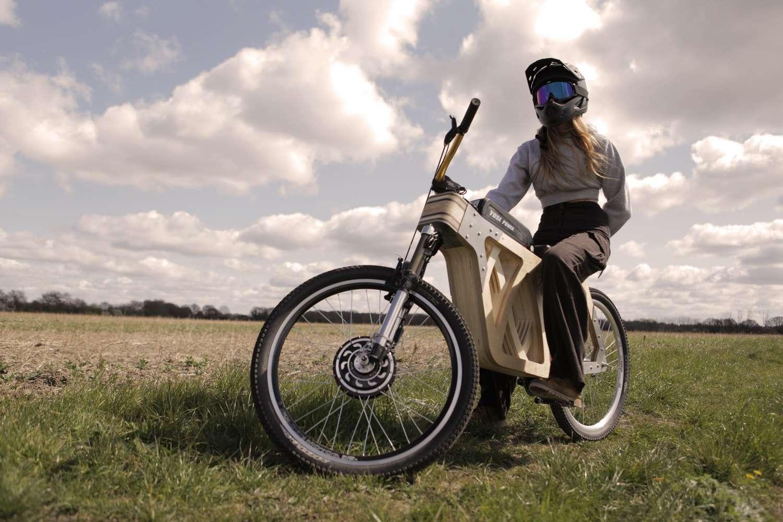 Le vélo électrique en bois Electraply ne ressemble à aucun autre. © Evie Bee