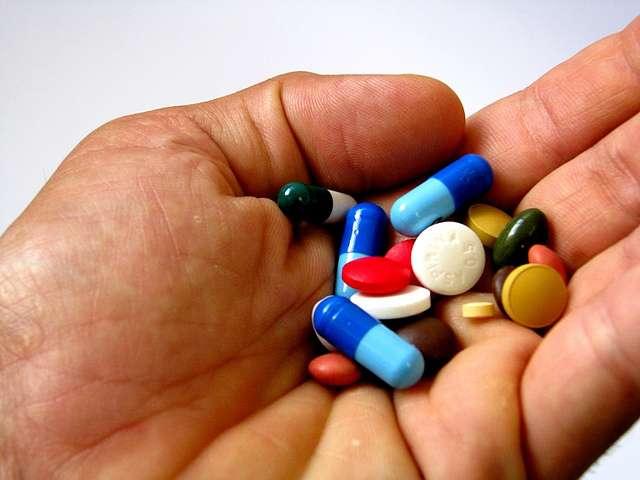 Lors des essais cliniques, les patients ne savent généralement pas s'ils prennent un vrai médicament ou un placebo. Or, s'ils sont bien conditionnés, les patients semblent soulagés par un placebo tout en sachant qu'il ne contient aucun principe actif. © Victor, Flickr, CC by 2.0