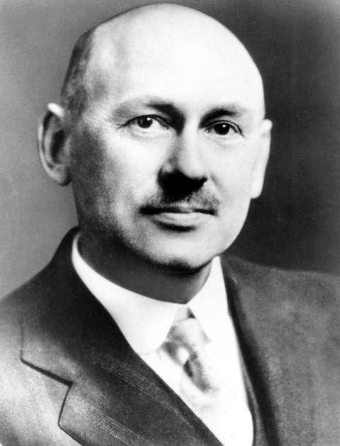 Robert Goddard était un ingénieur et physicien américain, l'un des pères de l'astronautique. On lui doit la mise au point, dans la première moitié du XXe siècle, d'un des premiers prototypes de fusées à ergols liquides. © Nasa