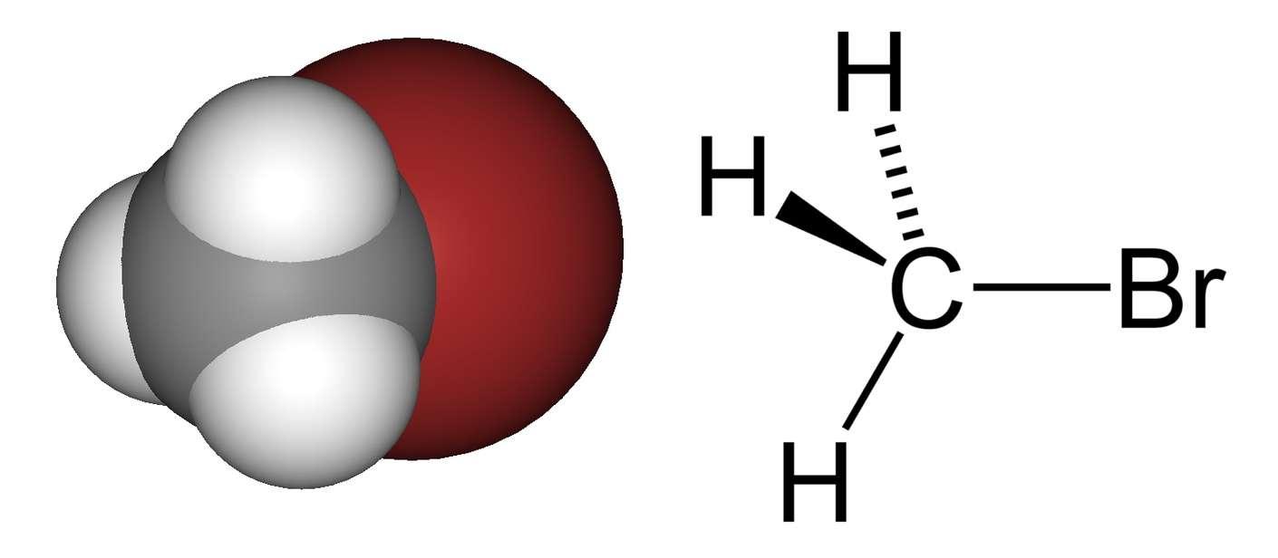 Le bromure de méthyle contient un atome de carbone (gris), trois atomes d'hydrogène (blanc) et un atome de brome (rouge). © DR