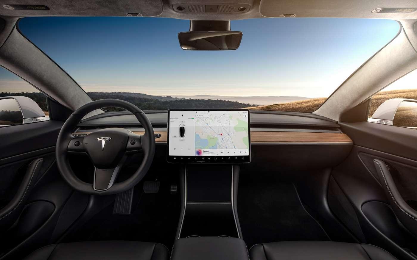Outre les panneaux de vitesse, les Tesla bénéficiant de cette mise à jour pourront également détecter le passage des feux au vert. © Tesla