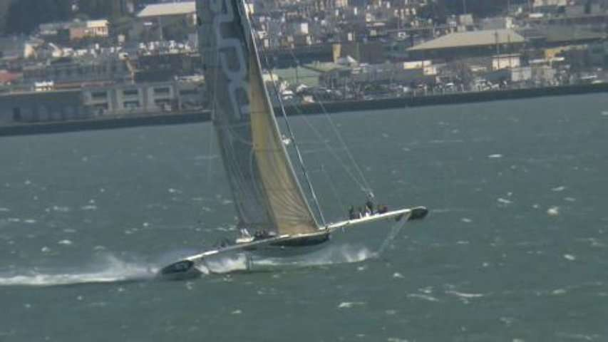 L'Hydroptère DCNS bat un record de vitesse dans la baie de San Francisco