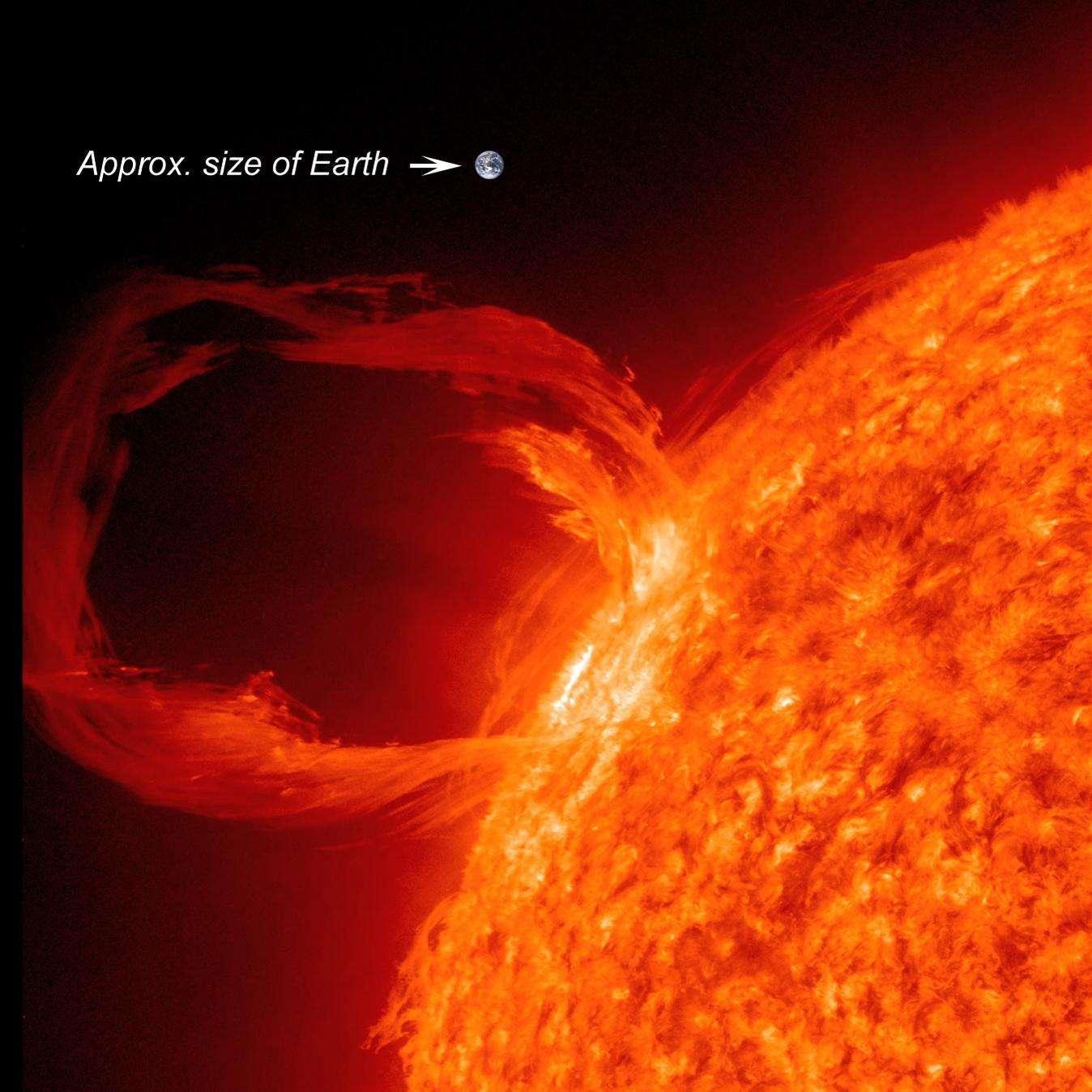 Une superbe éruption solaire, observée en UV et survenue le 30 mars 2010. L'image de la Terre donne l'échelle... © Nasa/SDO
