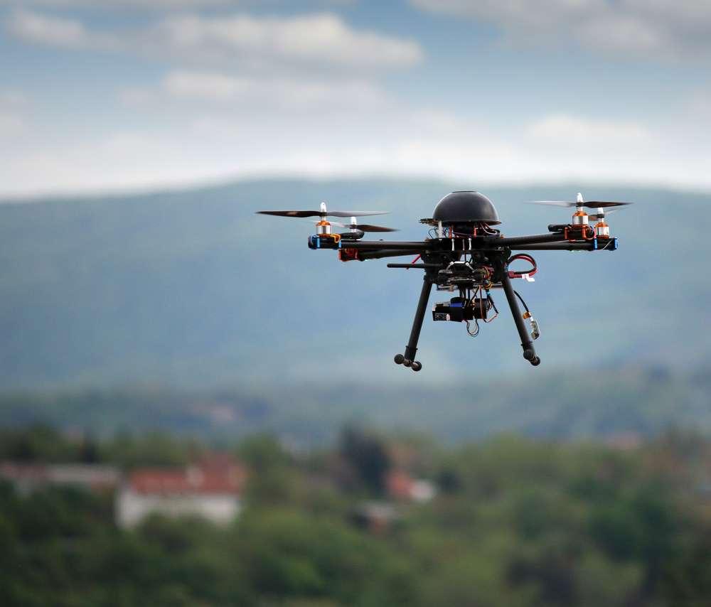 Virtuoses de l'imprimante 3D ou de la découpe laser, fans du développement des drones, amateurs, spectateurs ou professionnels : tous les amoureux des hautes technologies de toute la France sont réunis à Toulouse. Cette année, les drones sont à l'honneur. © risteski goce/shutterstock.com