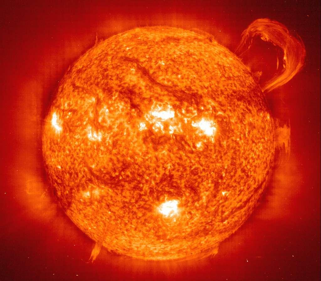 L'observation de l'atmosphère solaire permet d'en apprendre toujours plus sur l'activité intense de notre étoile. © DR