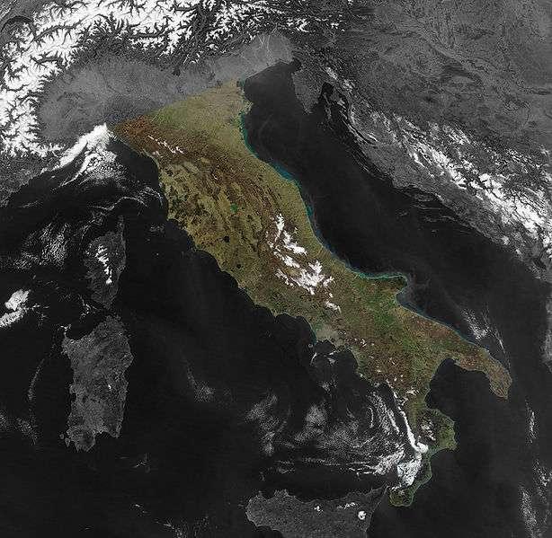 La majeure partie de l'Italie se situe sur une péninsule. Il en existe trois en Europe du Sud : l'italienne, l'ibérique et la balkanique. © Nasa