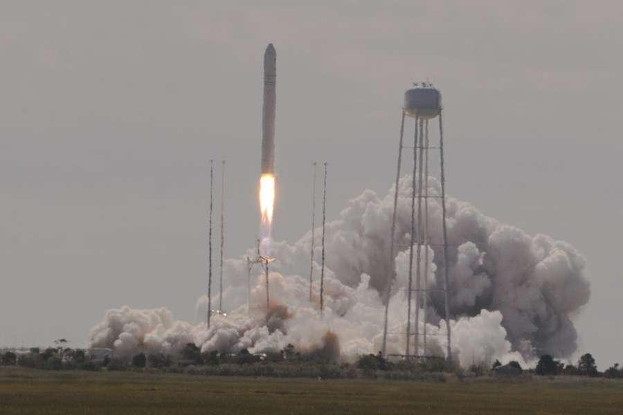 Le deuxième lancement d'Antares est une réussite. Ce lanceur d'Orbital Sciences a mis en orbite le cargo spatial Cygnus cette semaine. © Rémy Decourt