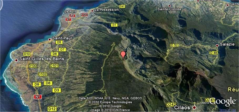Les incendies se sont déclarés à l'ouest du cirque de Mafate, bien visible sur cette carte Google Maps, sur les flancs du piton Maïdo, indiqué ici par une marque orange.