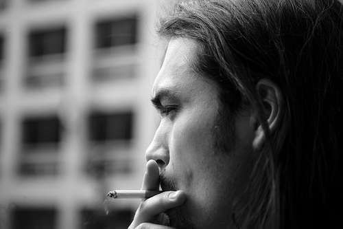 Les fumeurs auraient plus de risques de voir leur cerveau diminuer au niveau de la zone dédiée à la mémoire. © François Maillot, Flickr CC by nc-sa 2.0