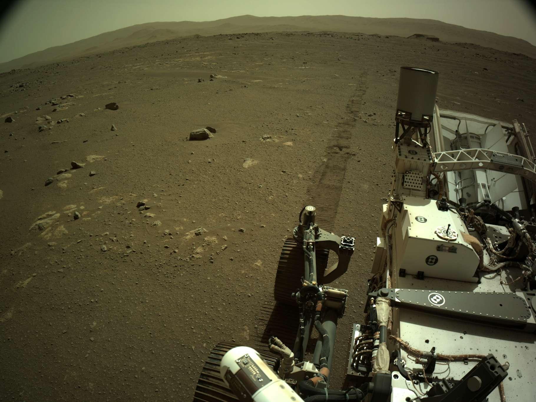 Perseverance a commencé à se déplacer sur Mars. Et il vient de renvoyer vers la Terre des sons de ses roues tournant sur le sol de la planète rouge. © Nasa, JPL-Caltech