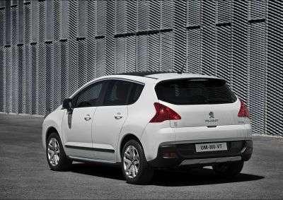 Le crossover 3008 Hybrid 4 devient la première voiture hybride d'un constructeur français. © Automobiles Peugeot