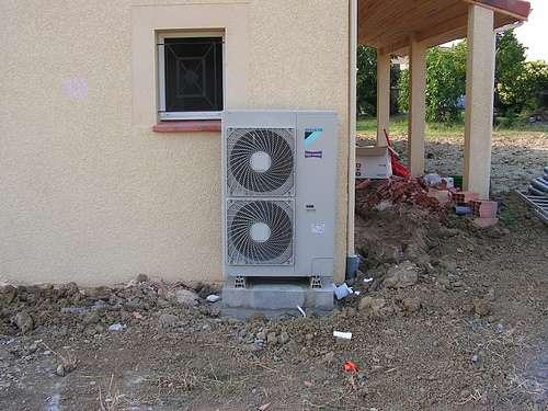 La partie visible d'une pompe à chaleur aérothermique. © kassoulet, cc by nc sa 2.0
