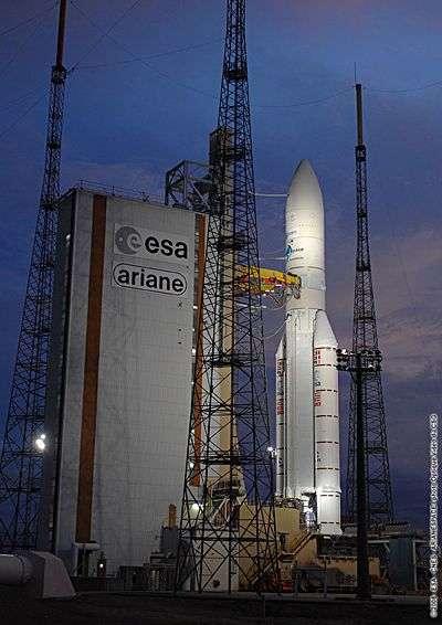 Ariane 5 ECA sur son pas de tir en juillet 2008. Crédit ESA / CNES / Arianespace.