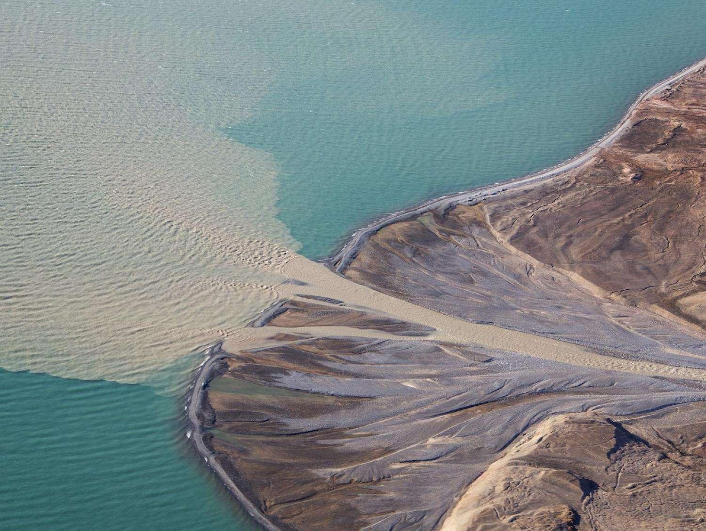« 8 % des sédiments déversés annuellement dans les océans proviennent de la fonte de l'inlandsis groenlandais et ce nombre ne fera qu'augmenter avec la poursuite du réchauffement climatique », affirme le premier auteur de l'étude Mette Bendixen, de l'université du Colorado à Boulder. © Nicolaj Krog Larsen, University of Colorado Boulder