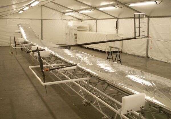 Construction de Mercator-1 dans les ateliers belges de Verhaert Space. Crédit VITO.