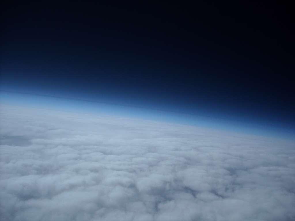 Au niveau de la thermosphère, l'une des couches les plus élevées de l'atmosphère, la température peut atteindre jusqu'à 2.000 °C… Pourtant, un thermomètre n'afficherait que des températures proches de 0 °C. Le phénomène s'explique par la très faible densité atomique qui fausse la perception. © Meteotek08, Flickr, CC by-sa-2.0
