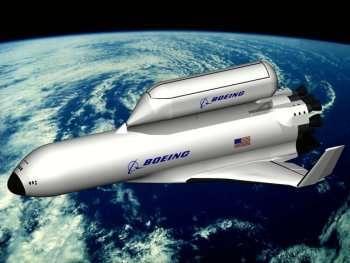 Ce concept de Boeing présente un module de fret emmené en orbite par un véhicule piloté réutilisable. Crédit Boeing/Nasa.