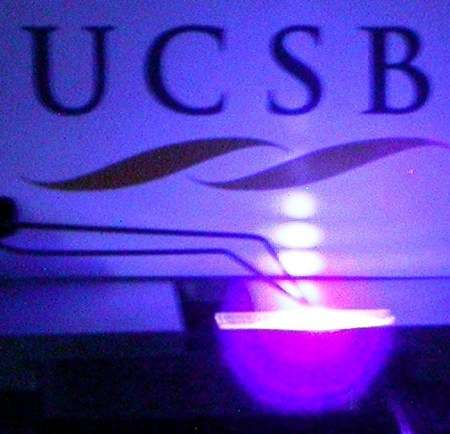 Première image produite par un laser non polaire, successeur possible de Blu-Ray et de HD-DVD. Crédit : UCSB/Solid State Lighting and Display Center