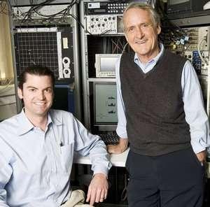 Chet Moritz (à gauche) et Eberhard Fetz (à droite). © Clare McLean/U. de Washington