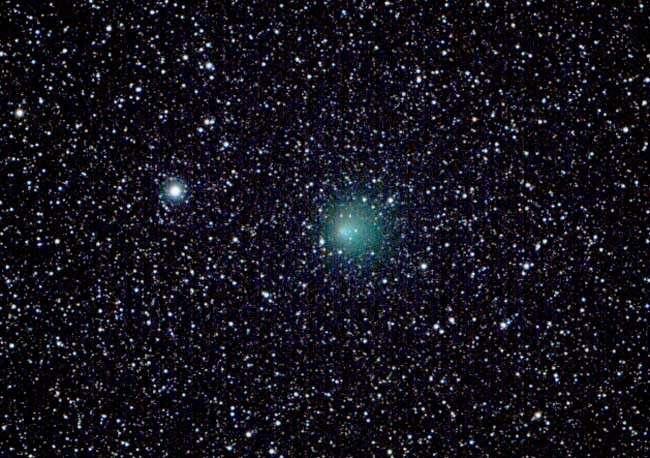 La comète Encke lors de son passage en 2003. © M. Holloway