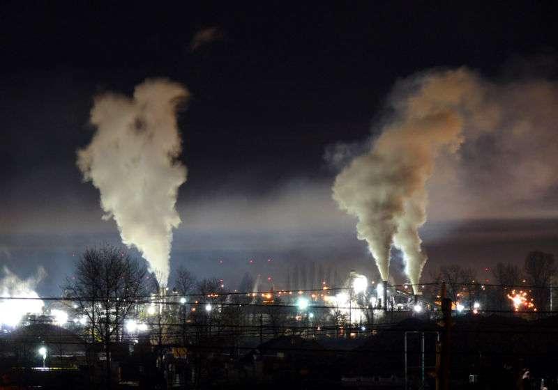 La pollution de l'air et la pollution lumineuse font partie du champ d'étude de la molysmologie. © Gavin Schaefer, Wikimédia CC by-sa 3.0