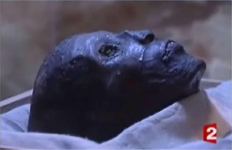 Toutankhamon, qui régna il y a 3.300 ans… (Vidéo France 2).