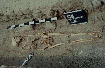 Tombe de style égyptien découverte à Tombos. De nouveaux éléments tendent à prouver que les Égyptiens donnaient aux Nubiens conquis des responsabilités administratives. © S. Smith