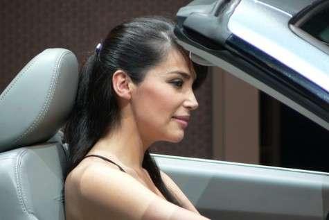 Pour ralentir le vieillissement de la peau, l'idéal, disent les médecins, est d'éviter les trop longues expositions au Soleil…Crédit : Salon international de l'automobile de Genève (service presse)